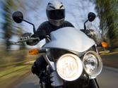 ¿Qué alumbrado llevará encendido una motocicleta durante el día? 1