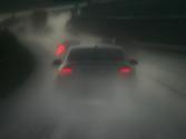 Circulando con lluvia muy intensa, ¿es correcto encender la luz antiniebla trasera? 1