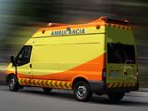 Circulando observa que se aproxima una ambulancia en servicio urgente. Debe tener en cuenta que... 1