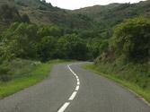 En esta vía, ¿a qué velocidad mínima está permitido circular con un turismo? 1
