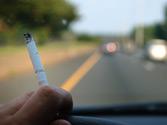 Fumar mientras conduce, ¿qué efecto puede producir en la conducción? 1
