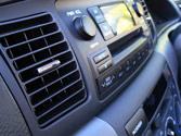 Si durante la conducción conecta el sistema de aire acondicionado, el consumo de carburante... 1