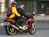 La edad mínima para viajar como acompañante en una motocicleta o ciclomotor será de... 1