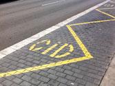 En esta zona destinada a carga y descarga, ¿está permitido parar y estacionar? 1