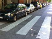 ¿Está permitido parar o estacionar en un paso para peatones y en sus proximidades? 1