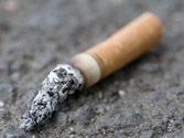 Arrojar un cigarro por la ventanilla de un turismo, ¿puede suponer una infracción? 1