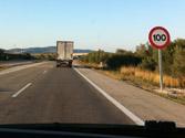 En este tramo de autovía, ¿se puede circular a más de 100 km/h para adelantar? 1