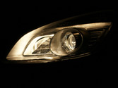 Es obligatorio utilizar las luces de carretera al circular a más de 40 km/h por una vía... 1
