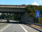 En una autopista, ¿dónde puede realizar un cambio de sentido? 1
