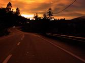 Cuando su vehículo quede inmovilizado de noche en el arcén de esta vía, ¿qué luces debe dejar encendidas? 1