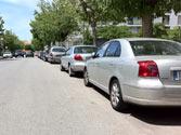 Cuando un vehículo está inmovilizado en el lado derecho de la calzada... 1