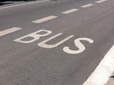 "La inscripción ""BUS"" dentro de un carril indica que es... 1"