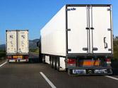 En una carretera con un carril para cada sentido, un camión está adelantando y no le deja ver. ¿Puede adelantar detrás del camión? 1