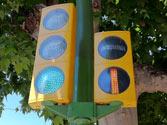 El semáforo de la derecha afecta a... 1