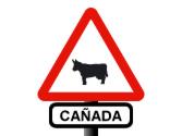 En una vía con esta señalización se encuentra con un rebaño, ¿debe ceder el paso a los animales? 1
