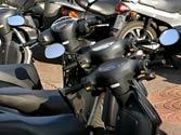 Un ciclomotor de dos ruedas está obligado a llevar... 1