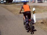 En vías interurbanas, los ciclos y ciclomotores de dos ruedas, ¿dónde deben situarse para girar a la izquierda? 1