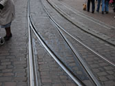 Sobre los raíles de tranvía, ¿qué está prohibido? 1