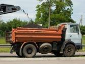 Las materias que produzcan polvo o puedan caer, es obligatorio transportarlas ... 1