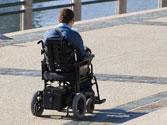 Los vehículos para personas con movilidad reducida, si no existe vía o parte de ella que les esté especialmente destinada... 1