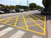 Una cuadrícula de marcas amarillas pintada en el suelo indica... 1