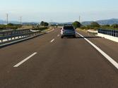 Para abandonar una autovía por un carril de deceleración, debe situarse con la suficiente antelación en el carril... 1