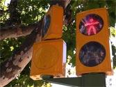 Las indicaciones de este semáforo en rojo están dirigidas a... 1