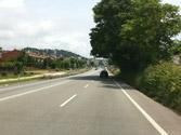 En vías interurbanas y en calzadas con más de un carril para el mismo sentido de marcha, ¿por dónde circulará normalmente un automóvil? 1
