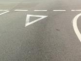 En una intersección en la que debe ceder el paso, ¿cuándo podrá reanudar la marcha? 1