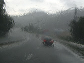 ¿Puede circular por una vía interurbana con el alumbrado de largo alcance en caso de lluvia intensa o niebla densa? 1