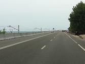 Por esta carretera convencional, ¿cuál es la velocidad máxima a la que puede adelantar un vehículo mixto? 1