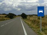 En esta vía, ¿cuál es la velocidad máxima permitida para un turismo, si no pretende adelantar? 1