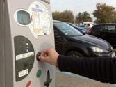 En un estacionamiento con limitación horaria, ¿está permitido estacionar sin colocar el ticket correspondiente? 1