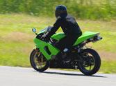 Para los conductores y pasajeros de motocicletas, ¿tiene importancia el vestuario a utilizar? 1