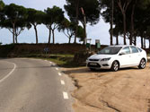 En esta intersección entre una vía pavimentada y otra sin pavimentar, ¿debe ceder el paso a este vehículo? 1