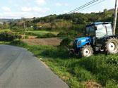 ¿Cómo debe incorporarse a la vía el vehículo que sale del camino sin pavimentar? 1