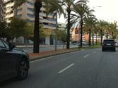 Un vehículo circula por el carril izquierdo, ¿está permitido adelantarle por la derecha? 1