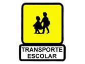 Al aproximarnos a un autobús con esta señal en su parte posterior y que se encuentra parado recogiendo pasajeros, se deberá: 1